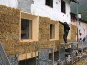Fassadensanierung mit Stroh